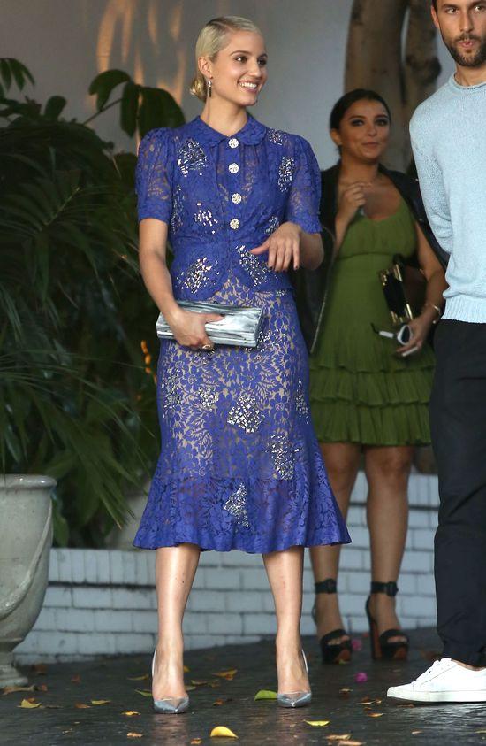 Dziwne stylizacje gwiazd na gali Vogue Fashion (FOTO)