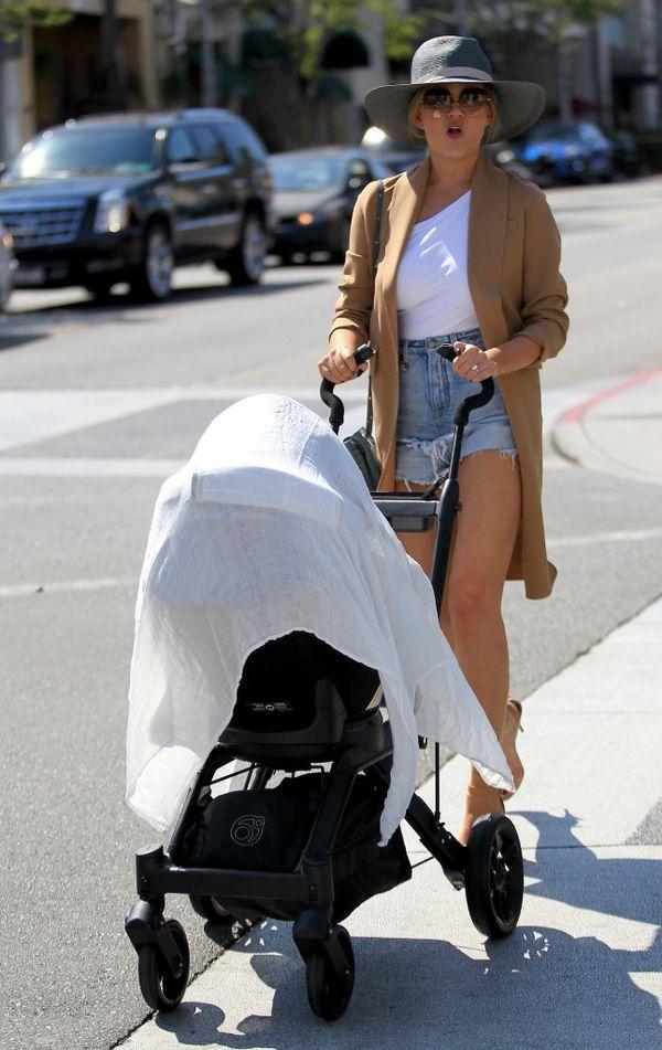 Chrissy Teigen chwali się kolejnymi zdjęciami swojej córeczki