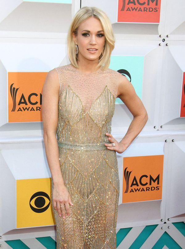 Carrie Underwood i jej przepiękna złota sukienka (FOTO)