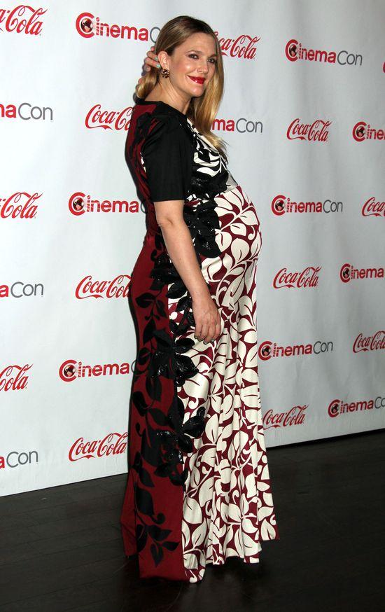 Drew Barrymore nie potrafi dobrać ciążowych stylizacji?