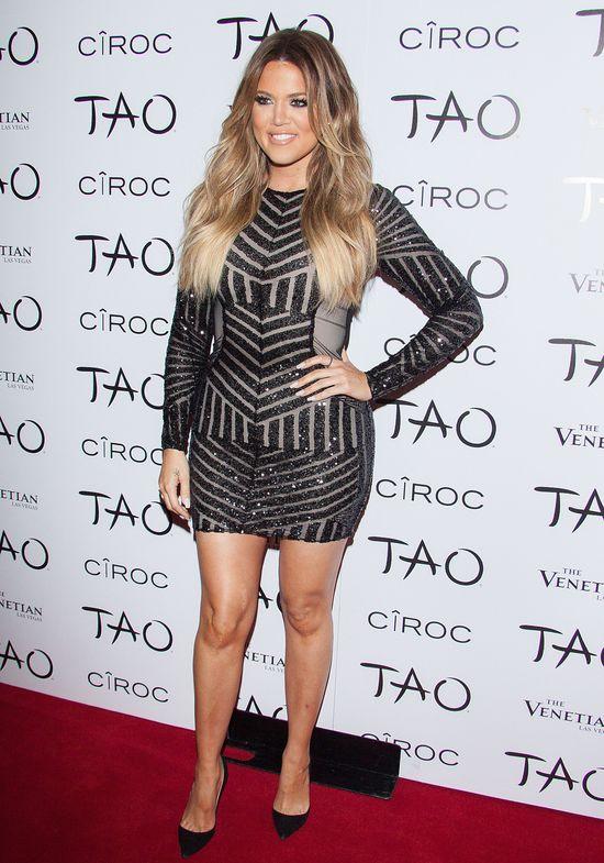 Khloe Kardashian w błyszczącej minisukience (FOTO)