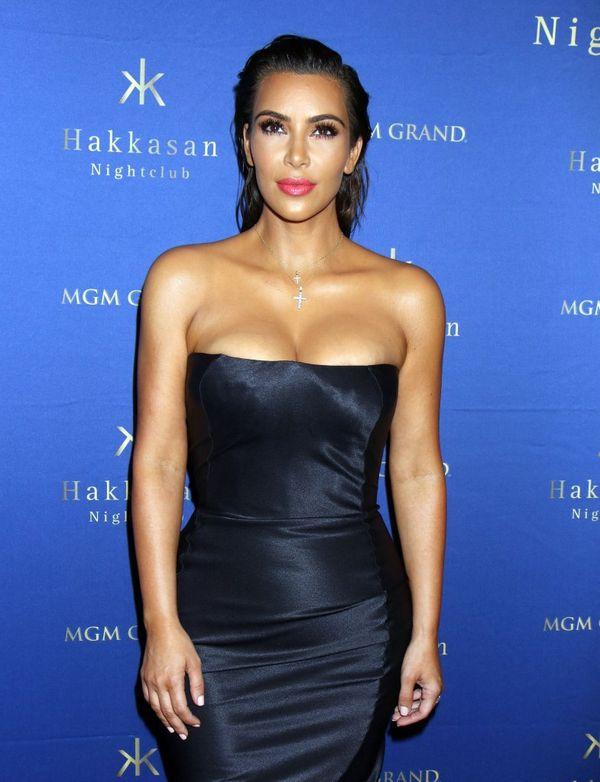 Kim Kardashian wróciła do formy i... na ścianki? (FOTO)