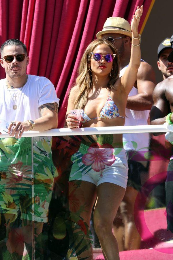 Jennifer Lopez w letnim wydaniu (FOTO)