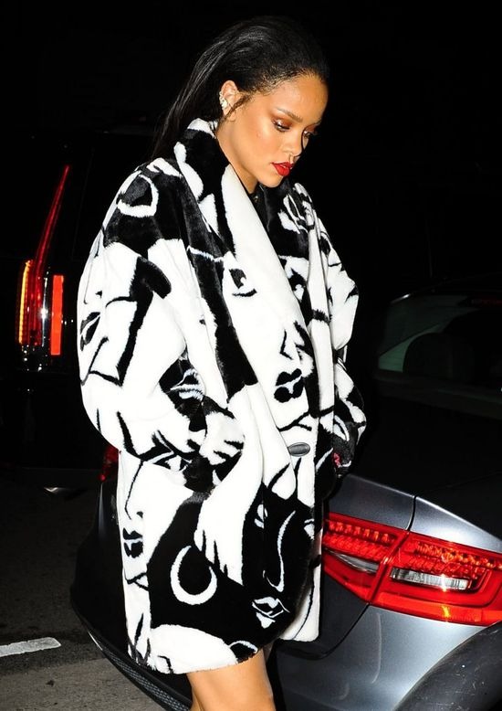 Rihanna w płaszczu Vintage i szpilkach Giuseppe Zanotti