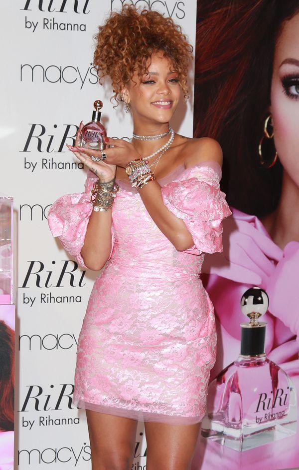 Czy Rihannie jest do twarzy w różu? (FOTO)