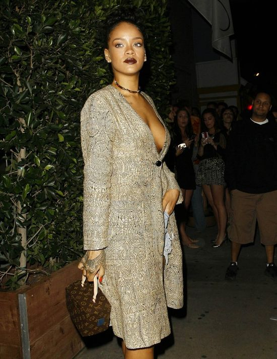 Rihanna nie założyła biustonosza (FOTO)
