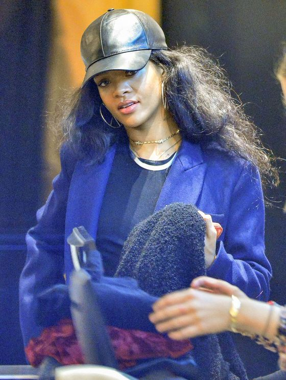 Rihanna pokazuje sutki (FOTO)