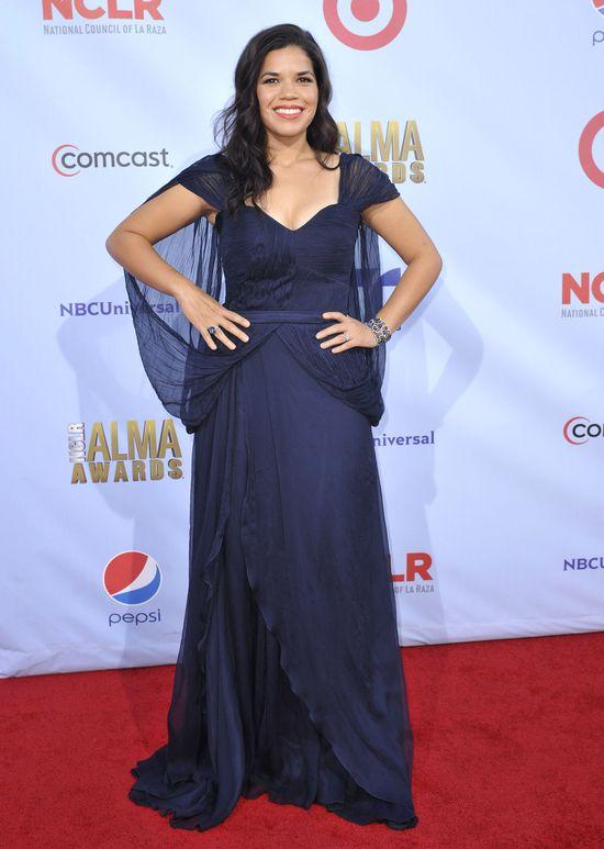America Ferrera w granatowej sukni Carlos Miele