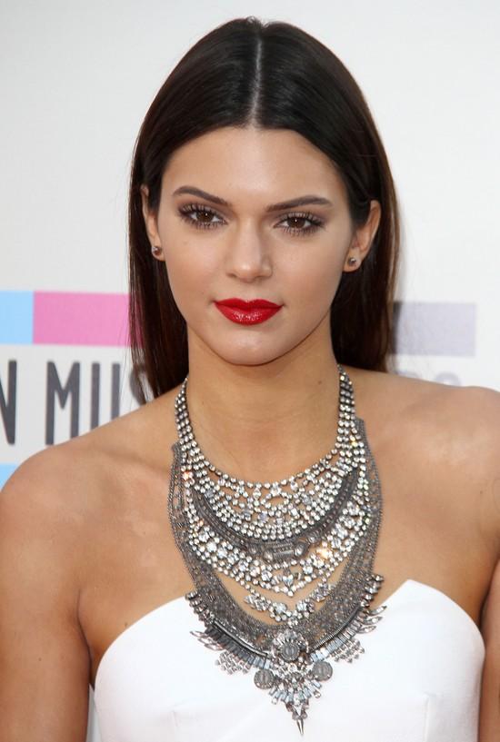 Coraz odważniejsze zdjęcia Kendall Jenner (FOTO)