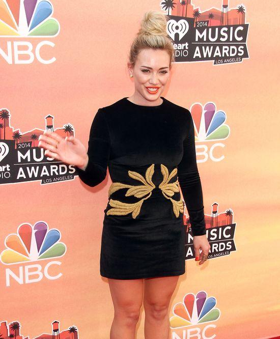 Kreacje gwiazd na iHeart Radio Music Awards (FOTO)