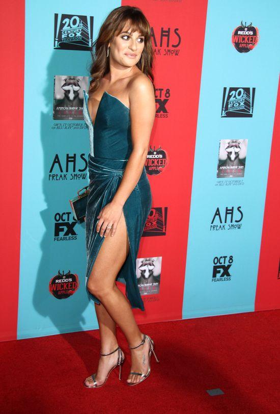 Lea Michele w sukience z rozięciem po same majtki (FOTO)