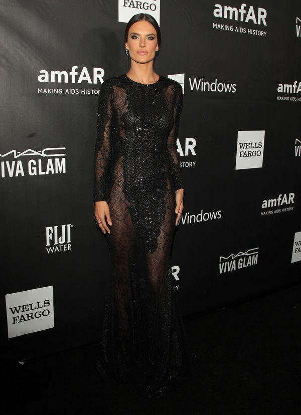 Alessandra Ambrosio w czarnej sukni od Zuhaira Murada (FOTO)