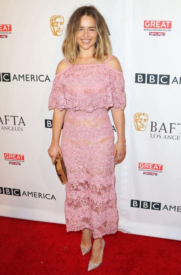 Emilia Clarke udowadnia, że róż to jej kolor (FOTO)