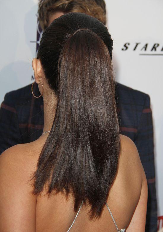 Selena Gomez i jej nie taki płaski brzuszek (FOTO)