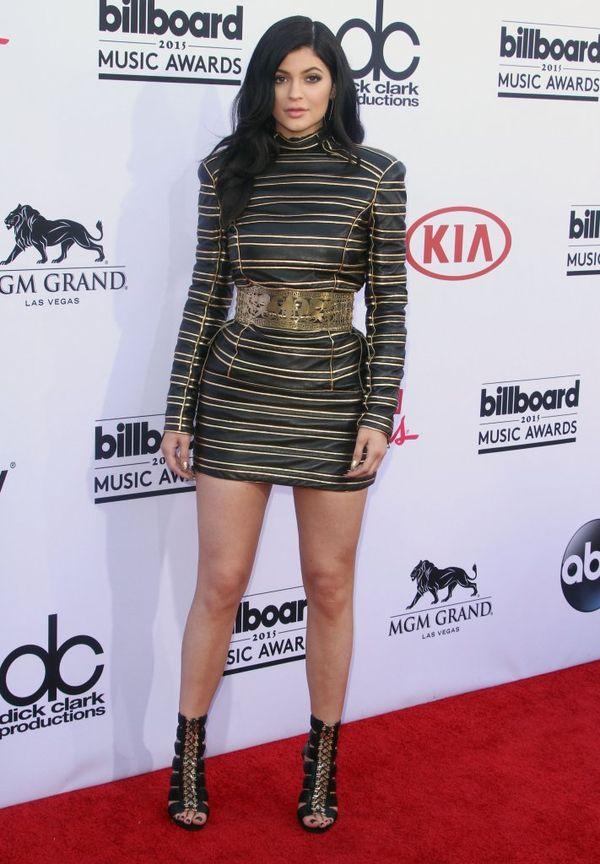 Kylie Jenner bierze przykład z Kim i już pokazuje piersi...