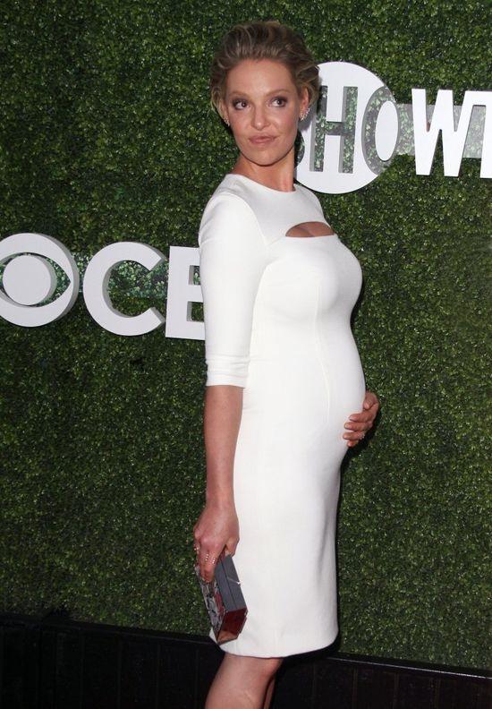 Zgadniecie która 37-latka pochwaliła się ciążowym brzuszkiem? (FOTO)