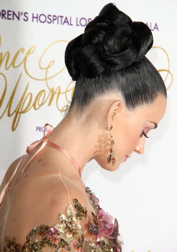 Katy Perry zachwyca w złotej naked dress na czerwonym dywanie