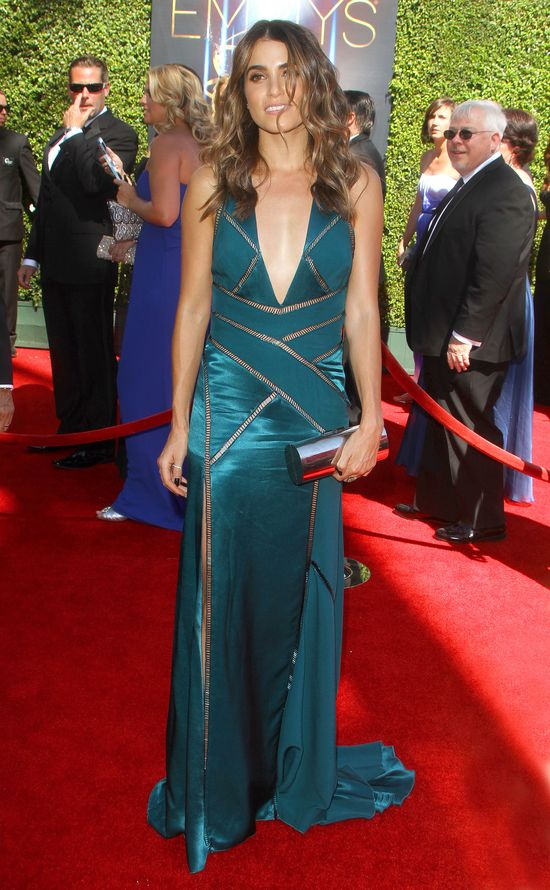 Nikki Reed kusi w Versace (FOTO)