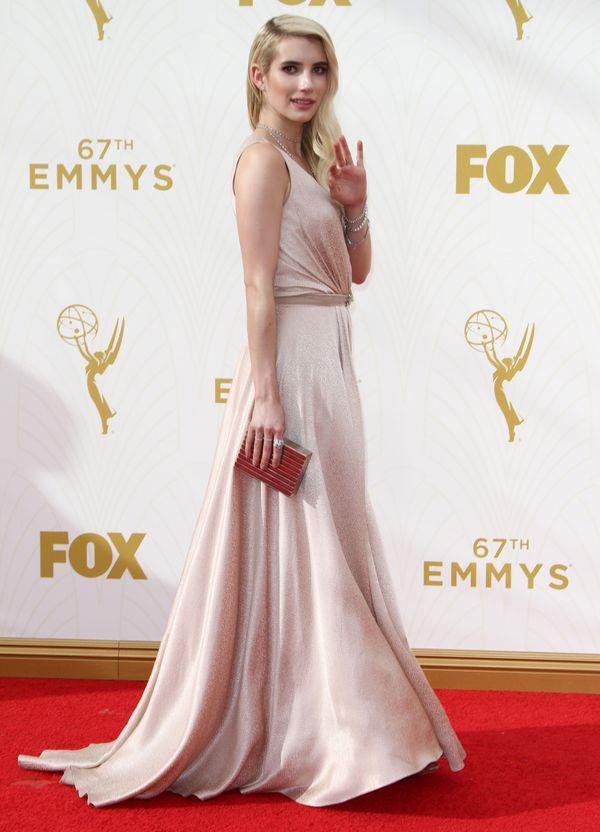 Emma Robert zachwyciła w pudrowej sukience na Emmy Awards