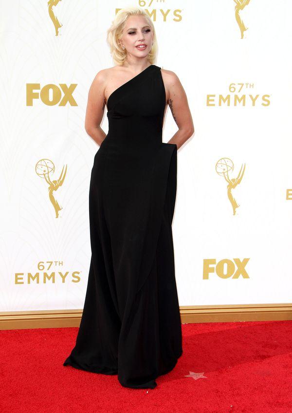 Lady Gaga na rozdaniu nagród Emmy 2015 wyglądała jak dama
