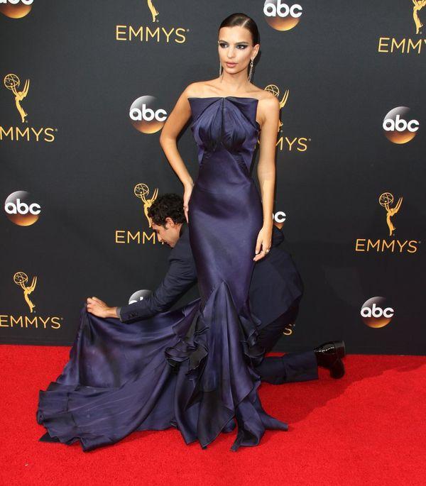 Emily Ratajkowski zachwyciła na gali Emmy w kreacji Zaca Posena