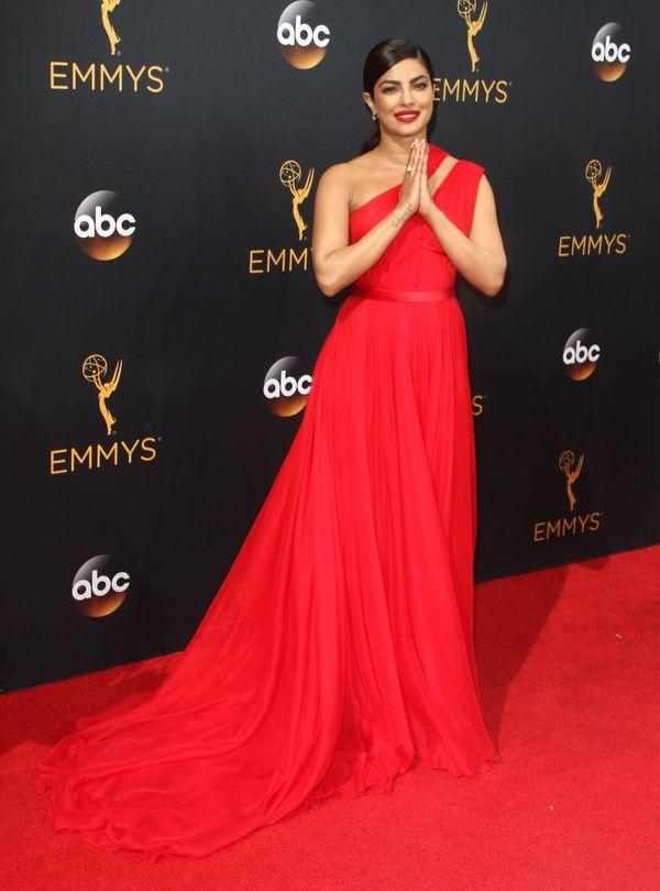 Priyanka Chopra - to do niej należał czerwony dywan na gali Emmy!