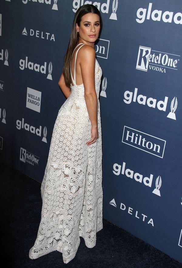 Lea Michele w białej rozkloszowanej sukience maxi (FOTO)