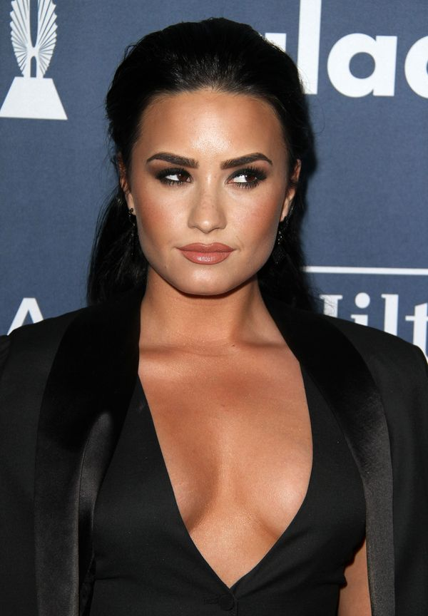 Kat Graham czy Demi Lovato - która nosi spodnie lepiej?