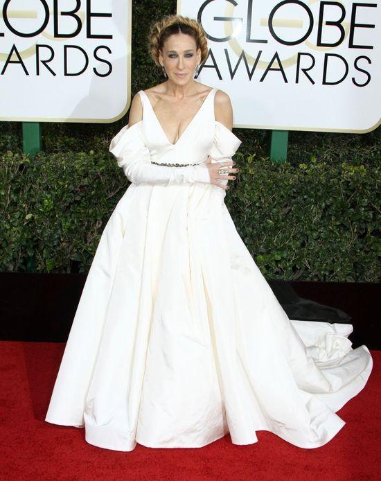 Wszyscy krytykują suknię Sary Jessiki Parker ze Złotych Globów! (FOTO)