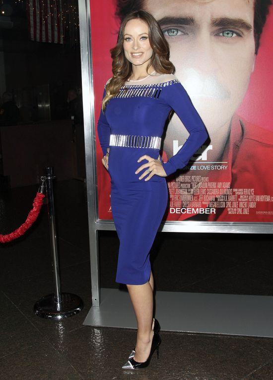 Olivia Wilde w sukience od Davida Komy i szpilkach Jimmy Cho