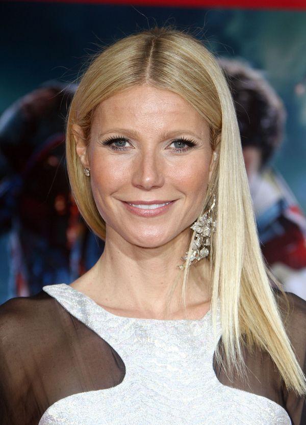 Gwyneth Paltrow strzela sobie z gumki w twarz?!