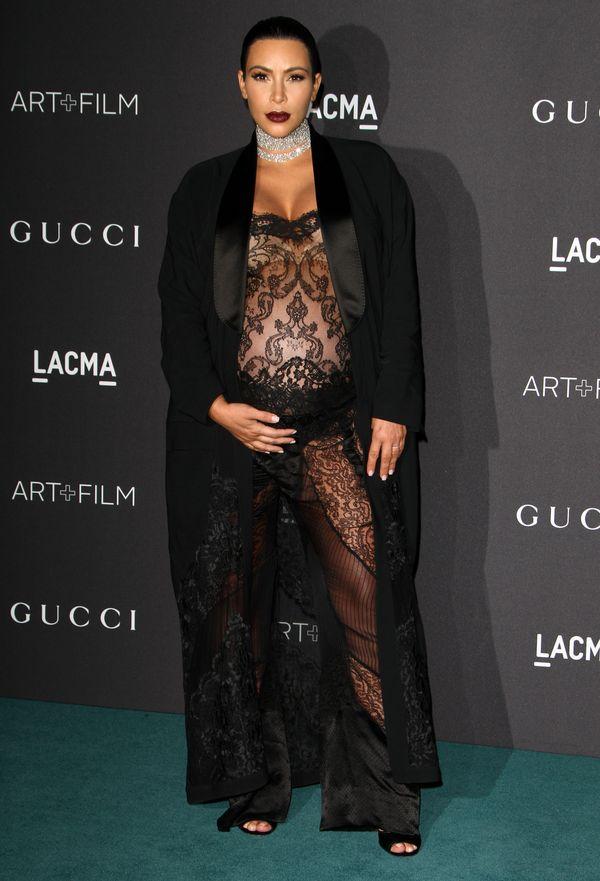 Kim Kardashian pomyliła sypialnię ze ścianką? (FOTO)
