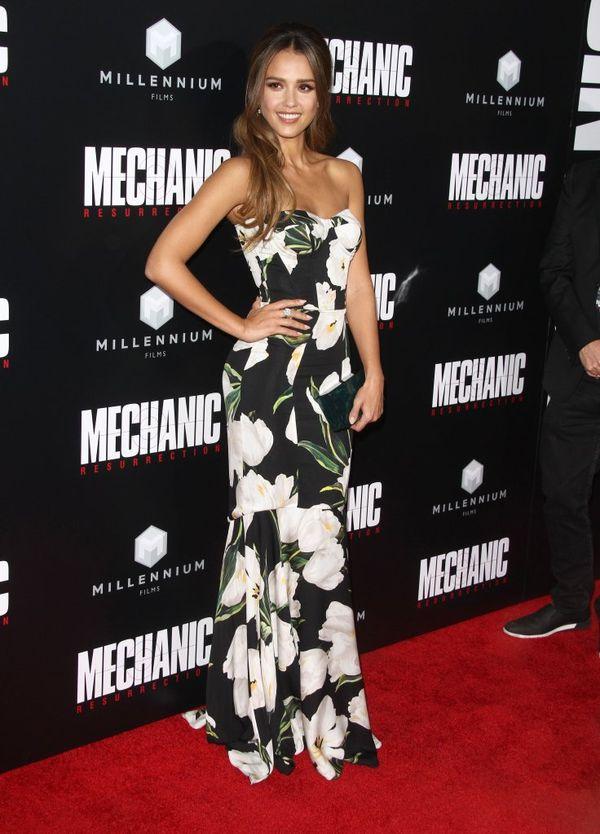 Jessica Alba zachwyca idealną figurą na czerwonym dywanie (FOTO)