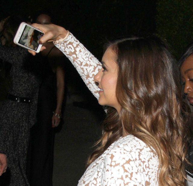 Nina Dobrev jest uzależniona od robienia selfie? (FOTO)