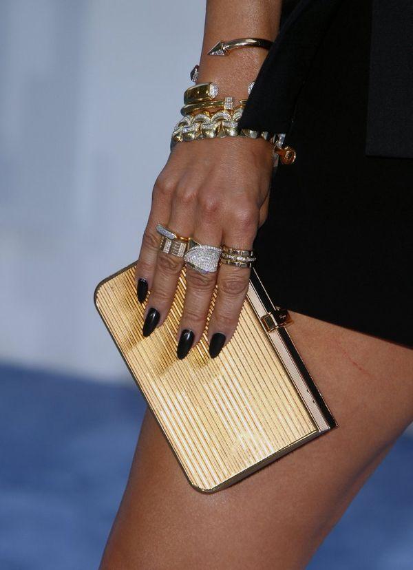 Jennifer Lopez odkryła i dekolt i nogi na gali MTV (FOTO)