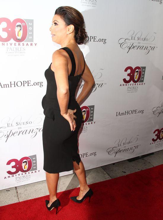 Mała czarna sukienka na czerwonym dywanie (FOTO)