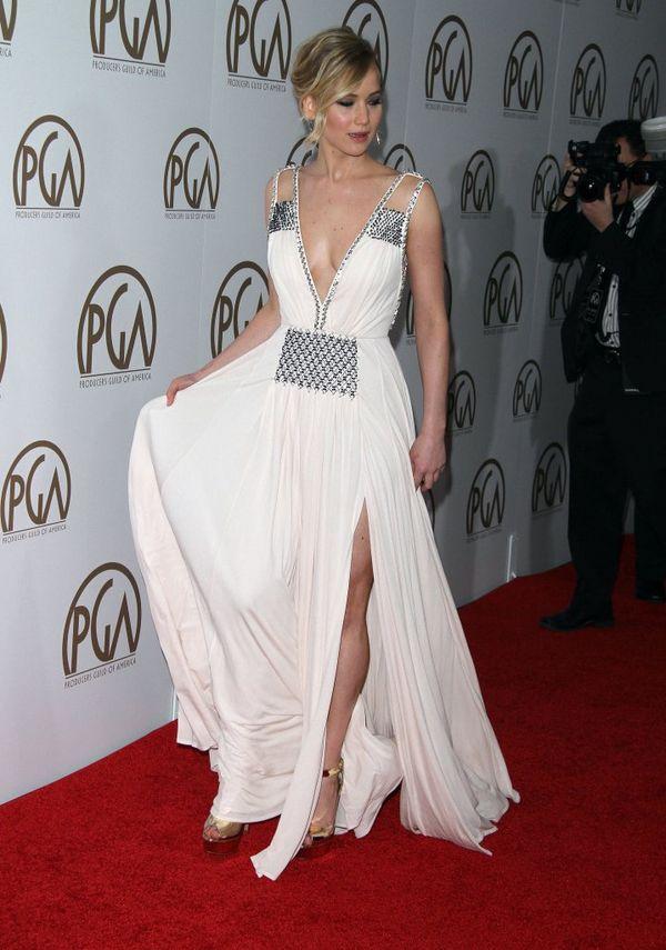 Jennifer Lawrence niczym grecka bogini w białej sukni?