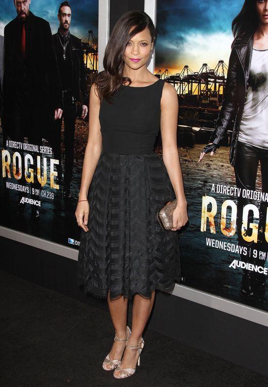 Thandie Newton w czarnej sukience Gathering Goddess