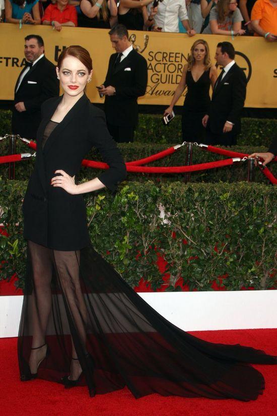 Emma Stone w kreacji w długim trenem na SAG Awards (FOTO)