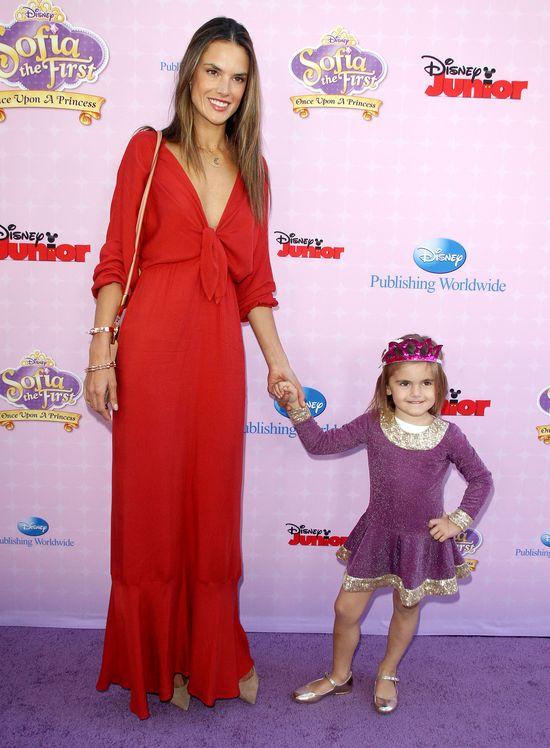 Alessandra Ambrosio i Anja Mazur na premierze filmu Disney'a