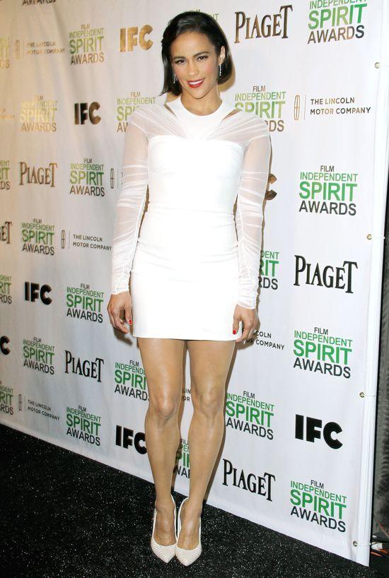 Paula Patton w krótkiej fryzurce i białek sukience (FOTO)