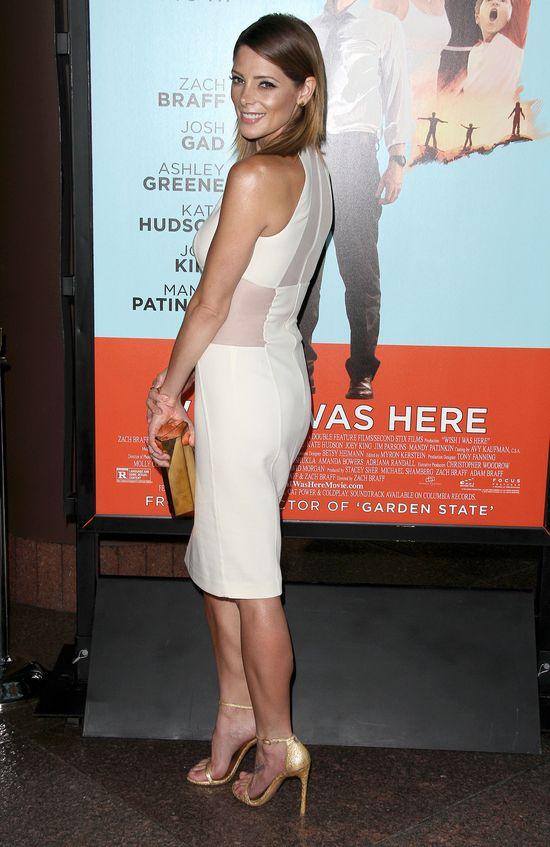 AnnaLynne vs Ashley Greene - mała biała w dwóch odsłonach