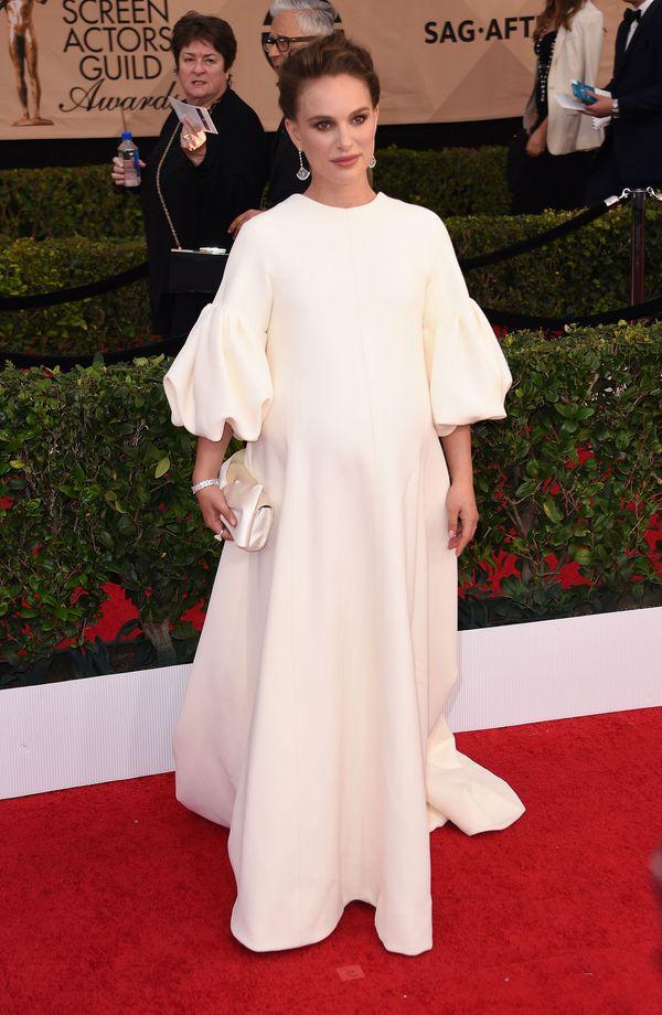 Jaki pomysł na ciążową kreację na gali SAG miała Natalie Portman? (FOTO)