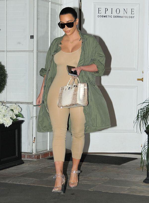 Kim Kardashian w wielkich beżowych Spanxach? (FOTO)