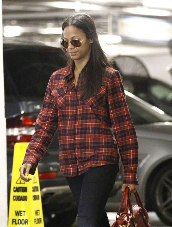Zoe Saldana w koszuli w kratę (FOTO)