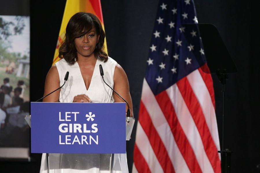 W końcu! Paparazzi przyłapali Michelle Obamę bez peruki! (FOTO)