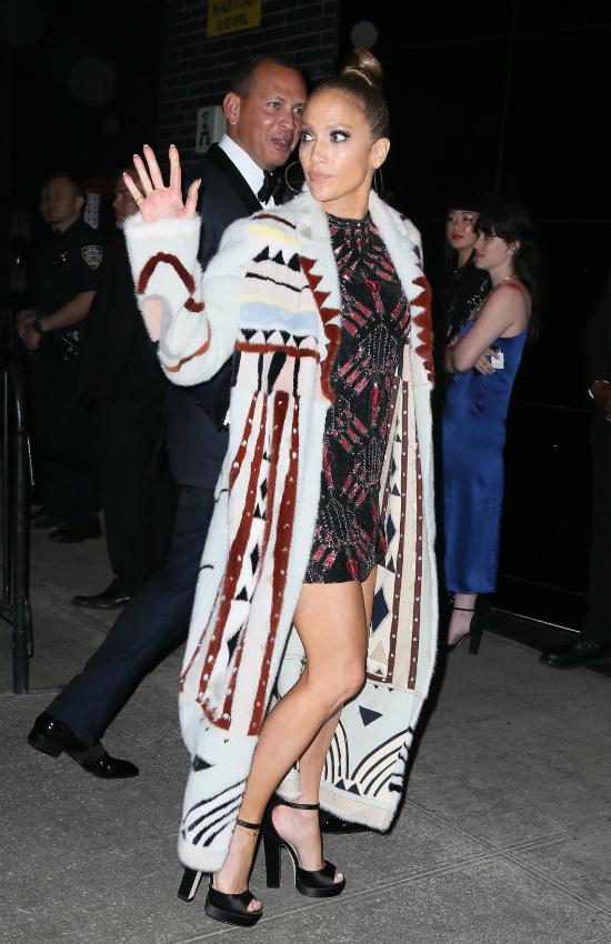 Wow! Nigdy nie pomyślałybyście, że J.Lo pokaże aż tyle na randce