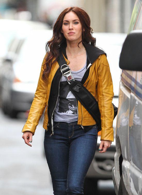 Megan Fox w żółtej kurteczce (FOTO)