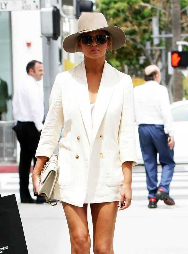 Chrissy Teigen i jej codzienna elegancja (FOTO)