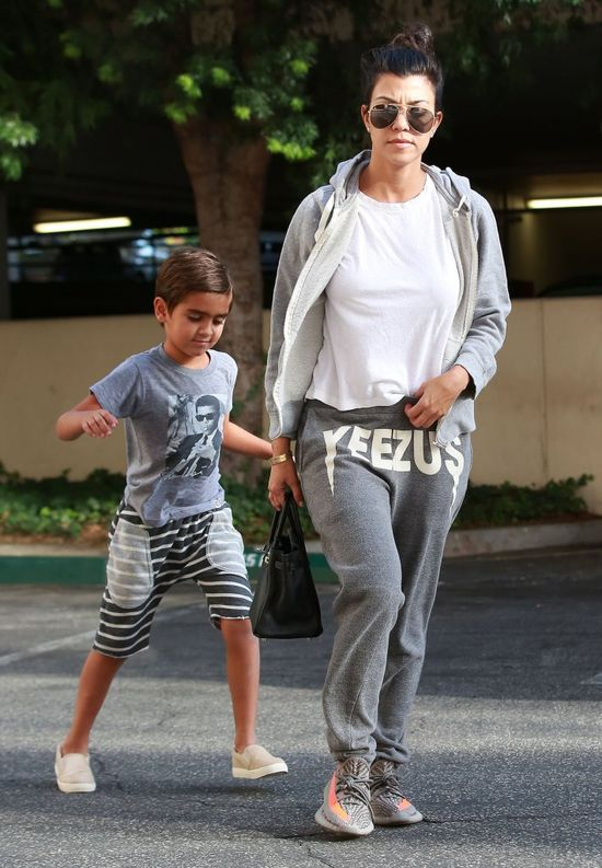 Nigdy nie zgadniecie która Kardashianka się tak ubrała! (FOTO)